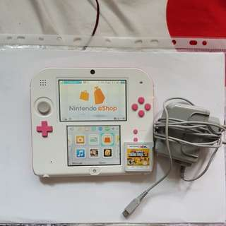 Nintendo 2DS pink & white