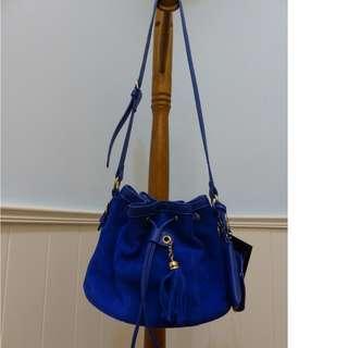 mizzue 藍色麂皮荔枝皮拼接水桶包