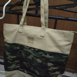 Girbaud shoulder bag (camouflage accent)