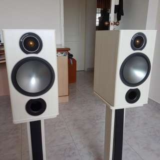Monitor Audio Bronze Bookshelf speaker (with stands)