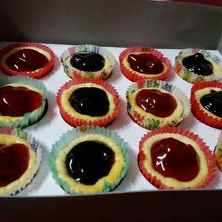Mini Cheesecakes ( Blueberry, Strawberry,Cherry or Chocochip-filled)