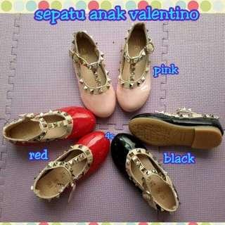 Sepatu valentino anak import
