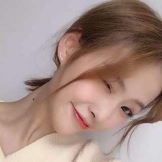🚚 《早衣服》1月心開始❤️一抹微笑小巧精緻俏皮笑臉不對稱個性氣質耳環耳針(預)