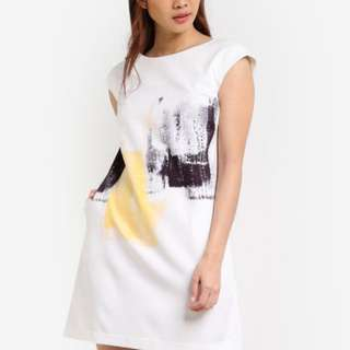 【Zalora】Abstract Printed Shift Dress in White