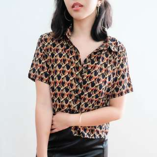B15 BLACK VINTAGE PRINT CROPPED BUTTON DOWN