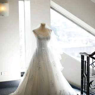 Wedding gown with belo