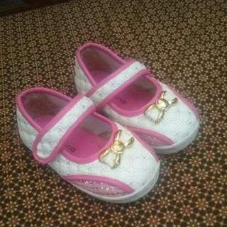 Sepatu size 24 Cantikkk