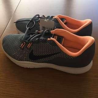Nike free 鞋子