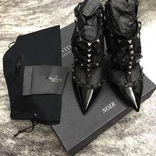 (近乎全新,半價)Valentino rockstud black noir heels sz36