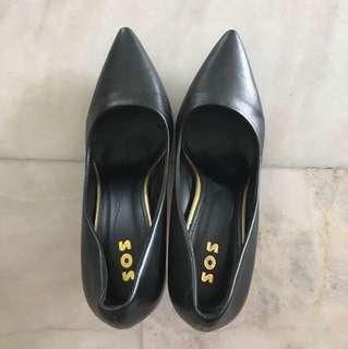 Black pumps / black high heels