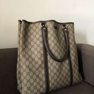 Gucci tote bag 💯 authentic original.come with full set