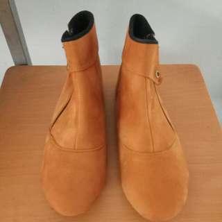 Boot warna tan