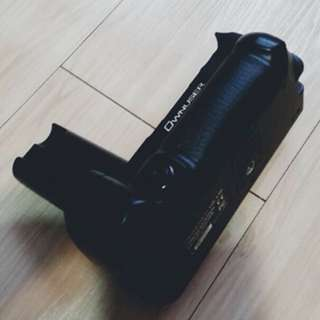 Olympus dslr e5 battery grip - 2 extend battery slot (3rd party made in taiwan) with built in wireless function (full box)