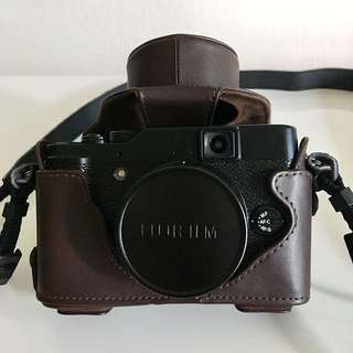 Fujifilm X10 Digital Camera with Leather Casing