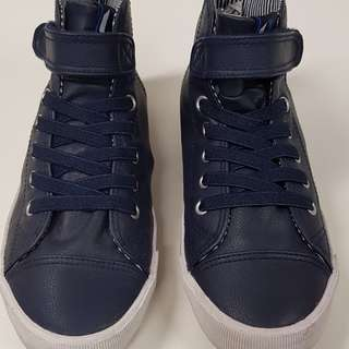Boy shoe. Size Euro 37 / US 4.5. Suitable for 10-11 boys. Wore once only.
