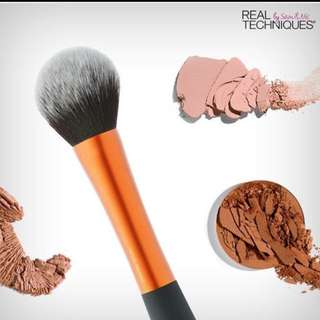 #Contiki2018 real Techniques powder brush