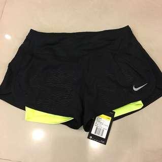 Nike全新吊牌未拆短褲原價1780