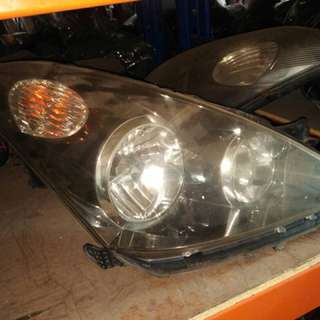 Toyota Wish 2005 front lamp  L/R
