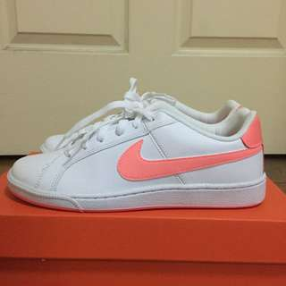 Nike Court Royale Sneakers. FRESH!