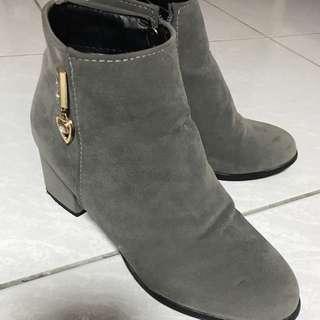 二手馬丁靴子