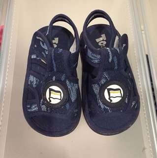 Tough kids walking shoes