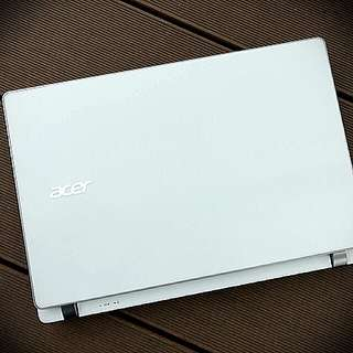 White Acer V3 Ultra Thin 13.3 Inch Laptop 4G 500GbB