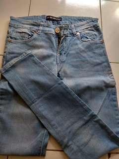 Clna jeans