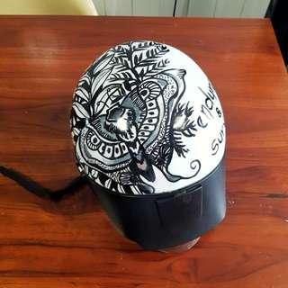 (Bored of old helmets?) Custom helmet (kiss)