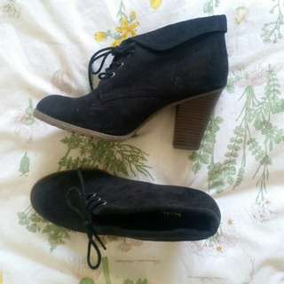 Size 9 lace up ankle boots