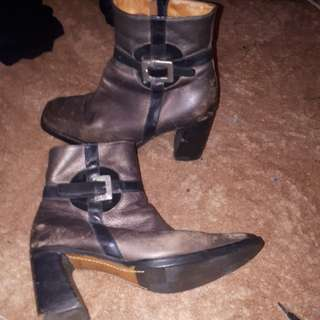 """Beautiful old Shellys leather boots made in """"98"""