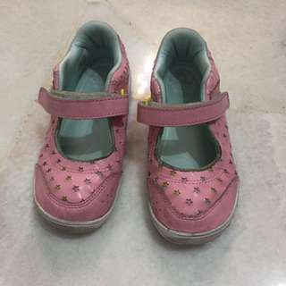 Preloved Reebok shoe for girl