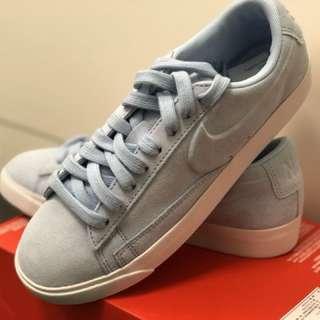 全新 Nike 平底休閒鞋(麂皮)(水藍色)23.5