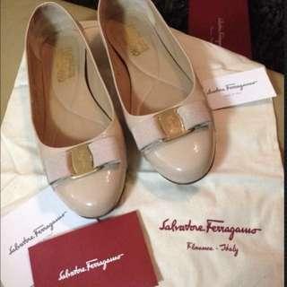 Salvatore Ferragamo Varina Patent Leather Shoes - Size 8.5