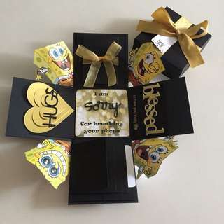 Songebob Explosion Box With 4 waterfall, Pull tab in black & gold