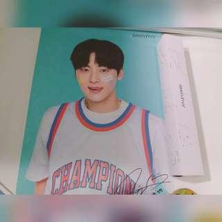 Wanna One 黃旼炫 Innisfree Poster 已經絕版
