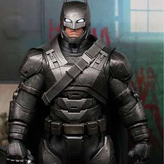 Hot toys Armoured Batman with spear ( non light-up)
