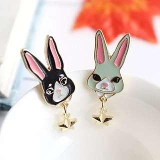 小兔衣服手袋心口針 (1對)