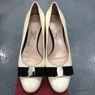Ferragamo 白色漆皮高爭鞋