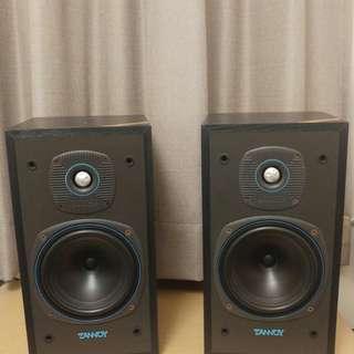 出售 Tannoy E11書架喇叭ㄧ對,100%正常,75%新,ㄧ對高音有少凹,不影響音質,其中ㄧ網面有0.3cm小洞,尺寸長21cm x深22cm x高39cm,售九百元,謝謝!