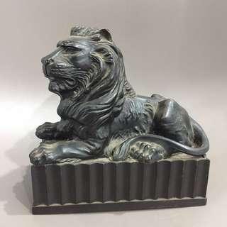 HSBC lion coin bank ( plastic)
