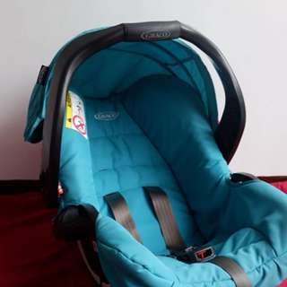 Graco baby carrier with car seat base