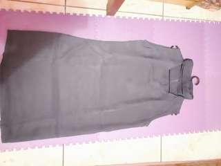 Dress wanita tanpa lengan ada detail di leher