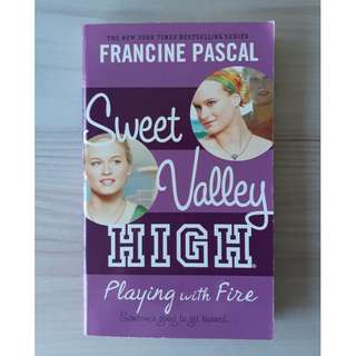 Francine Pascal Sweet Valley High 3 Novel - Playing with Fire