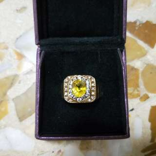 14k gold ring with yellow sapphire and zircon  surrounding
