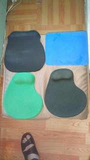 四個 mouse pad