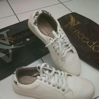 Sneakers wanita vencedor 38