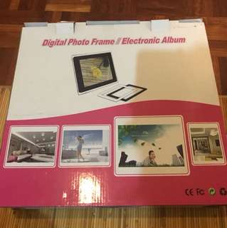 Digital photo frame/electronic album