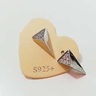 新年減價,貨品折扣75折起。925三角耳環,簡單得黎又有啲閃,靚!