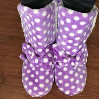 室內點點雪靴