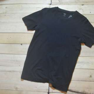 Uniqlo supima tshirt